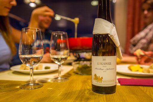 Ein guter Tropfen Wein im Bergrestaurant Chrüz