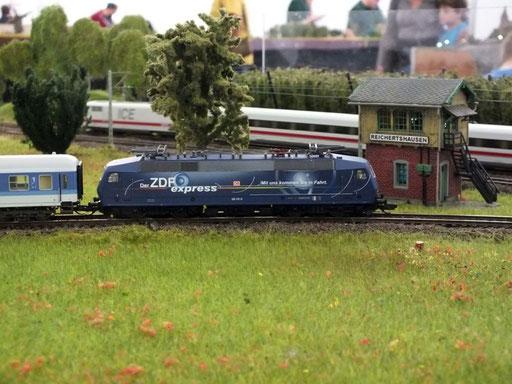 BR 120.151-6 DB mit ZDF-Werbung