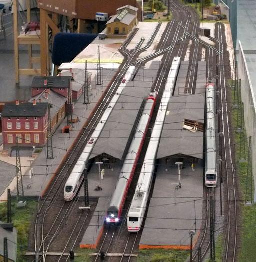 Blick in den Hbf Ingoldorf, im Hintergrund laufen die Umbauarbeiten des Bahnhofes