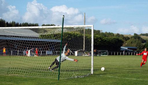 0 - 1 Guillaume Grévin tire sur le poteau