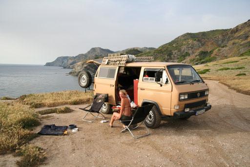 2007 Camping-Leben ... Stellplatz an der Küste bei Argentiera