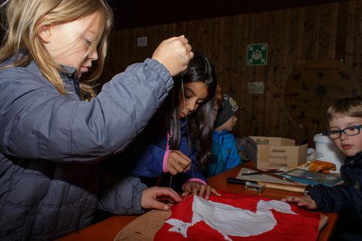 Bei Julia fertigten die Kinder das Schild des Ritters. Der erste Teil war das Wappen des Ritters. /Foto: Stephan