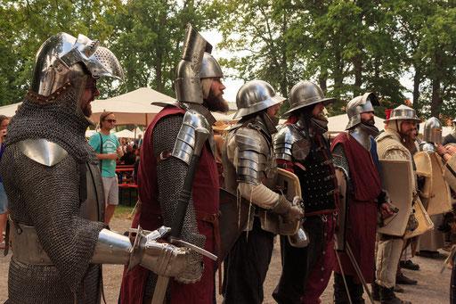 Aufstellen für die große Feldschlacht in Tuibelitz. /Foto: Stephan