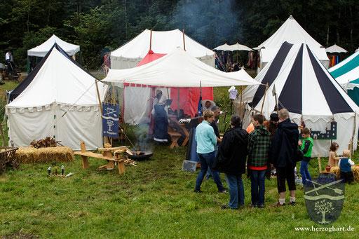 Unser kleines Lager am Mittelaltermarkt am Schloss Staufeneck in Piding. /Foto: Julia