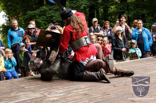 Nach einem schier endlosen Kampf wird Stephan zu Boden geworfen und Dustin holt zum alles entscheidenden Schlag aus! /Foto: Ernst