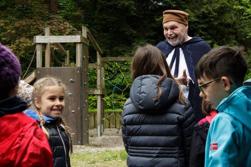 Die Kinder wurden Klassenweise in drei Gruppen eingeteilt. /Foto: Stephan