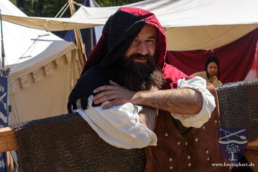 Frederik steht den Besuchern immer mit Rat und Tat zur Seite. /Foto: Julia