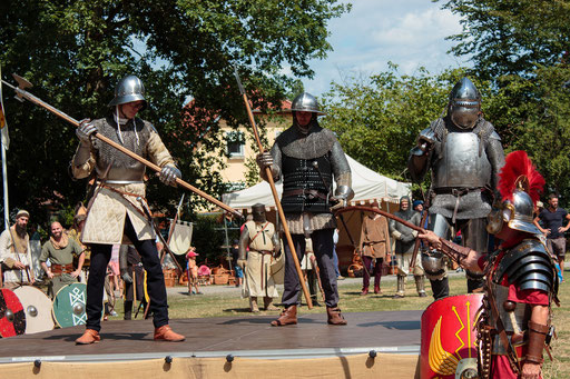 Am Ende des Mittelalters, im Spätmittelalter, haben sich die Rüstungen und Waffen stark gewandelt. /Foto: Alina/Stephan