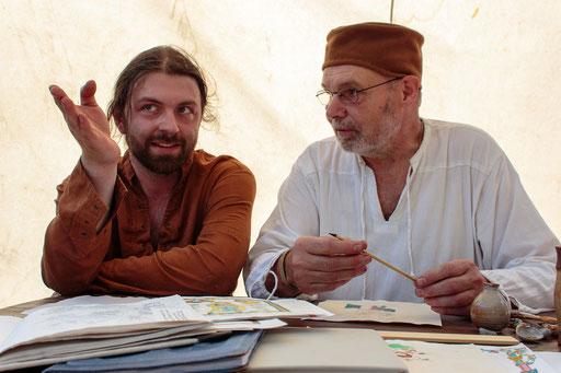 Dustin (links) möchte, dass Ernst (rechts) ihm einen Brief für den Grafen aufsetzt. /Foto: Stephan