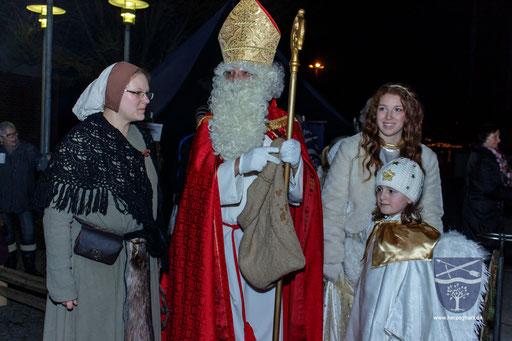 Der Nikolaus und seine Engelchen waren ebenfalls bei uns im Lager! /Foto: Julia