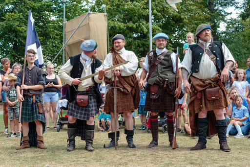 Besondere Gäste fanden sich auch am Horto Historico ein: Schotten aus dem 18. Jahrhundert. /Foto: Alina/Stephan