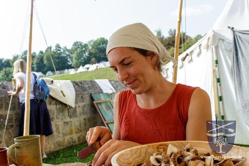 Wir bereiten auch unsere Speisen wie im Mittelalter zu. /Foto: Stephan