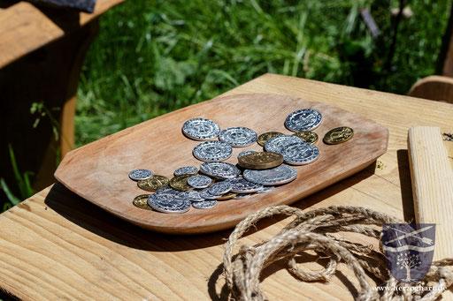 Gerechter Lohn für ehrliche Arbeit... historische Münzen können auch betrachtet werden! /Foto: Stephan