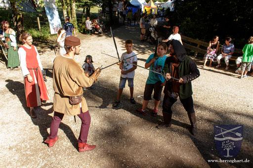 Nach dem Auftritt stehen Stephan (links) und Dustin (rechts) den Fragen der Zuschauer zur Verfügung. /Foto: Frederik