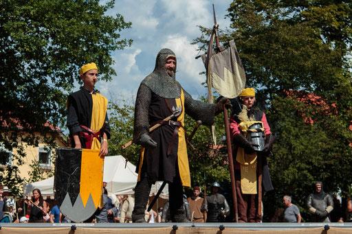 Im aufblühenden Hochmittelalter erstarkte das Rittertum mit seinen Rittern und Knappen. /Foto: Alina/Stephan