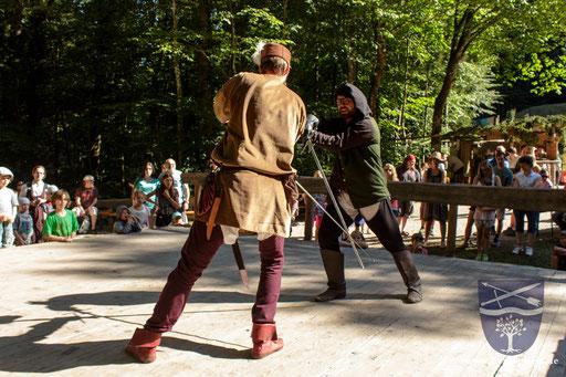 Ein Krumphau lässt Dustin (rechts) die Zentrallinie von Stephan (links) brechen. /Foto: Frederik