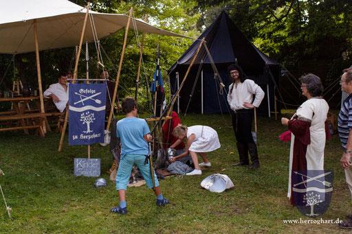 Mittelalter zum Anfassen ist immer heiß begehrt! /Foto: Julia