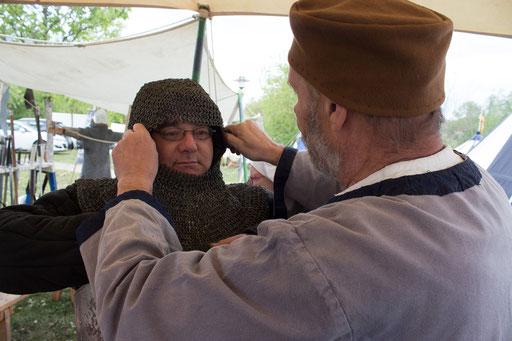 Die Kettenhaube schützt den Kopf vor den Klingen der Gegner. /Foto: Julia