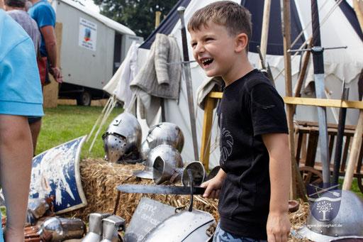 Wir haben kleine Waffen beim Mittelalter zum Anfassen dabei. /Foto: Stephan