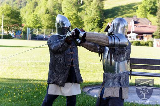 Bei einem Übungskampf zeigen Roland (links) und Dustin (rechts) ihr Können! /Foto: Stephan