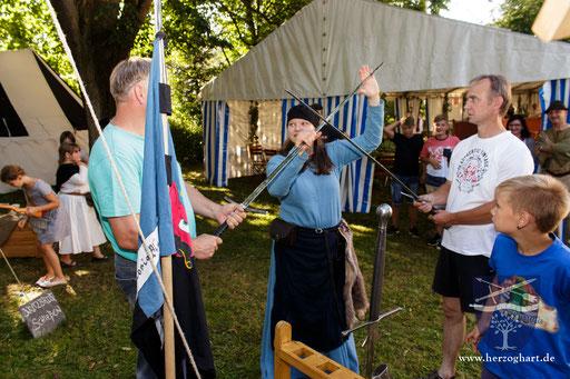 Bei uns können die Besucher auch einmal das historische Fechten ausprobieren. /Foto: Stephan