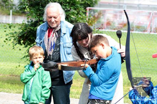 Für die Kleinen war das Bogen- und Armbrustschießen etwas ganz besonderes. /Foto: Julia