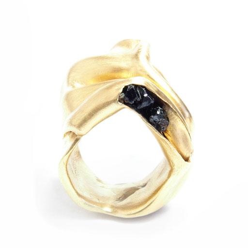 Folds Ring Stones