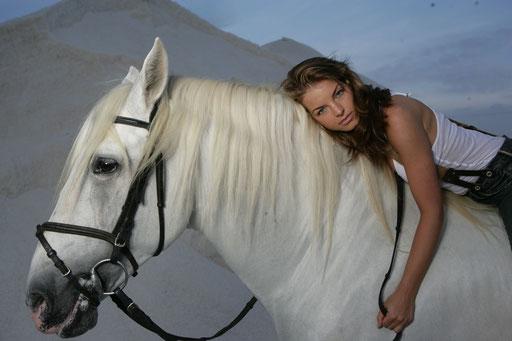 Yvonne Catterfeld - Fotograf: Max-Elmar Wischmeyer