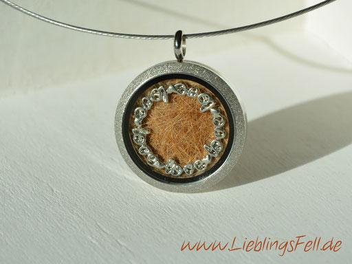 Edelstahl-Amulett (3 cm) mit diamantiertem Rand mit Edelstahlreif -49 €- (Bild K3)