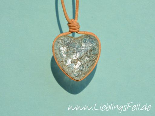 Herz aus Glas (2,5 cm) mit einem Lederband -49 €- (K10)
