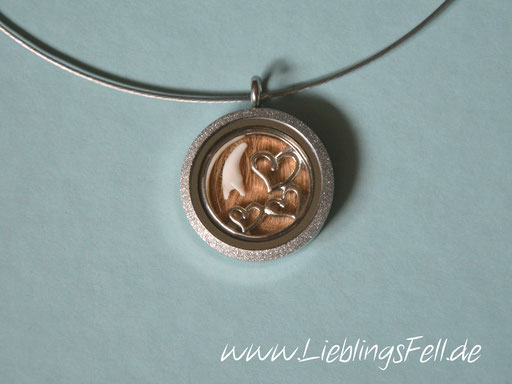 Edelstahl-Amulett (3 cm) mit diamantiertem Rand mit Edelstahlreif -49 €- (Bild K13)