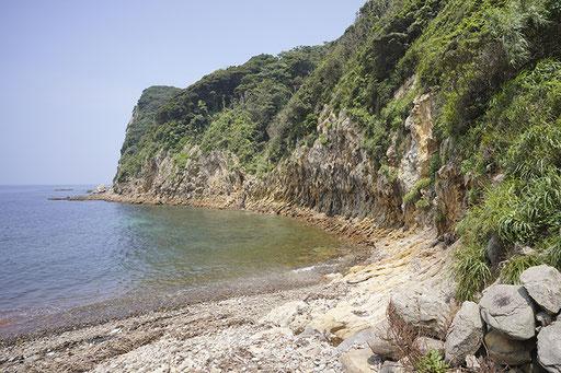 島には砂浜はありませんが海水浴は楽しめます(加唐島)