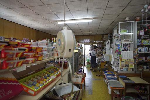 「浦丸商店」食材や日用品があります(馬渡島)