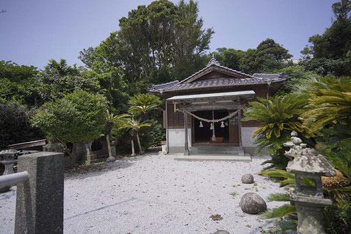 「八坂神社」2つある鳥居をよーく見てみてください(加唐島)
