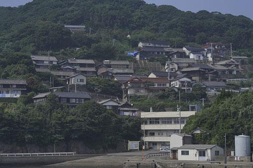 加唐島の集落の様子、坂が多い(加唐島)