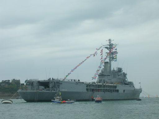 Dernier voyage pour le porte-hélicoptère Jeanne d'Arc, été 2010
