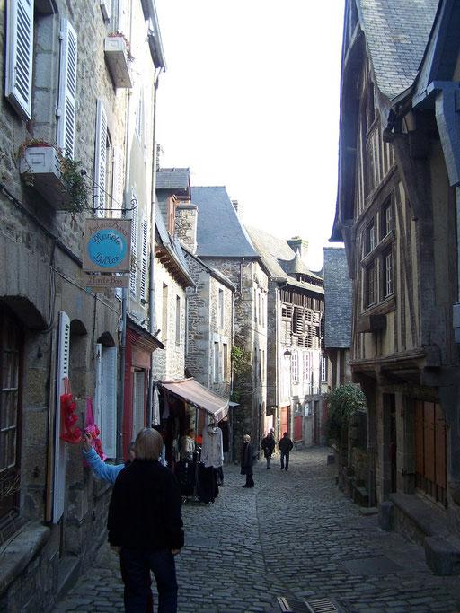 Dinan, en bas de la rue du Jerzual