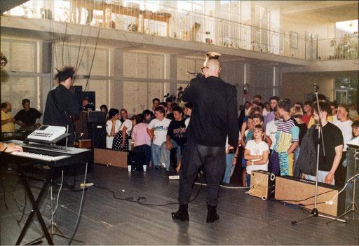 """Chainreaction - Auftritt """"Luise-Hensel-Schule"""" in Aachen, 16.06.1989"""