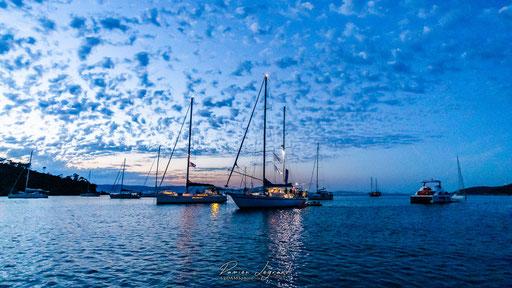 Nuit tombante dans la baie de Port Man, île Port-Cros - FR83