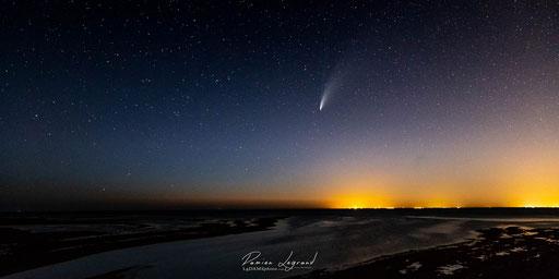 La comète Neowise , pointe de Chassiron, île d'Oléron (juillet 2020) - FR17