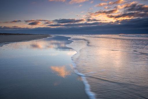 Zonsondergang weerspiegeld - Noordzeestrand Terschelling © Jurjen Veerman