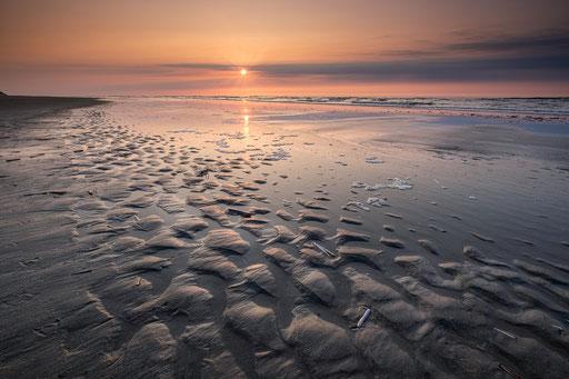 Zonsondergang tijdens eb - Noordzeestrand Terschelling © Jurjen Veerman
