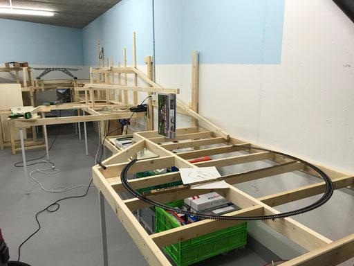 Grundkonstruktion, Schienen zur Probe ausgelegt