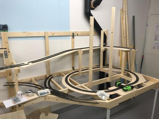 Erste Rampe, darunter die Einmessstrecke für Traincontroller mit 3 Blöcken