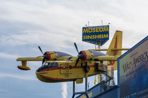 Löschflugzeug, die Wassertanks befinden sich an der Unterseite und können im Flug gefüllt werden