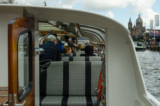 Grachtenrundfahrt in Amsterdam, Blick in unser Boot