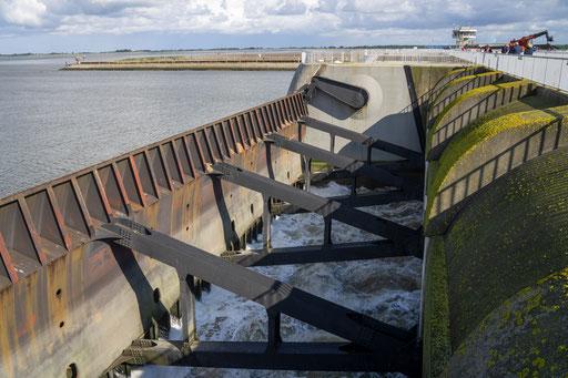 Mit großen Schützen wird der Wasserstand reguliert