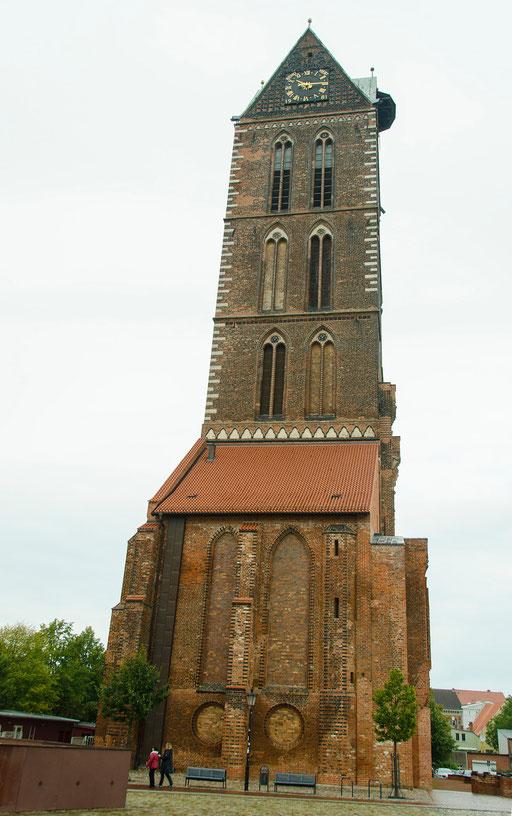 Das Kirchenschiff wurde im 2. Weltkrieg stark beschädigt und später gesprengt.