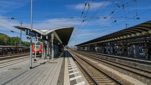 Moderne Architektur  auf den Bahnsteigen