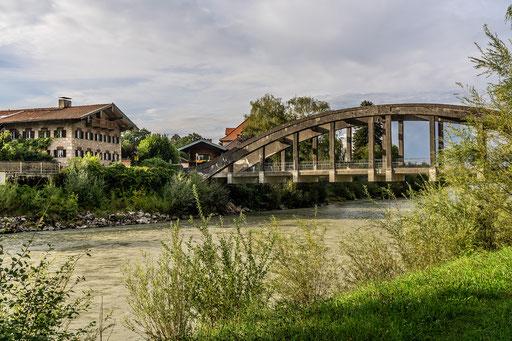Betonierte Bogenbrücke über die Tiroler Ache bei Marquartstein